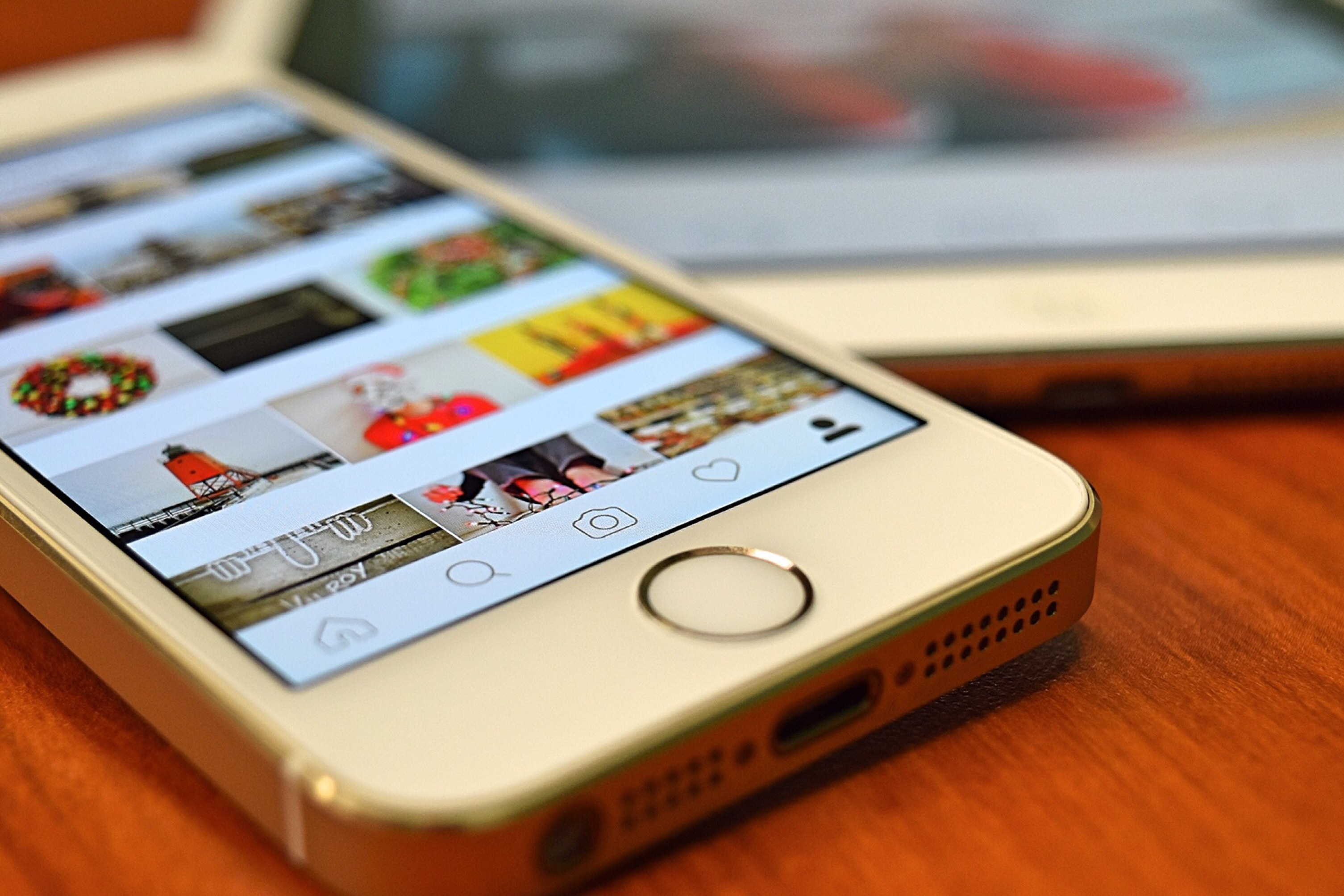 Black And White Phone Wallpaper Silver Iphone 5s Showing Instagram 183 Free Stock Photo