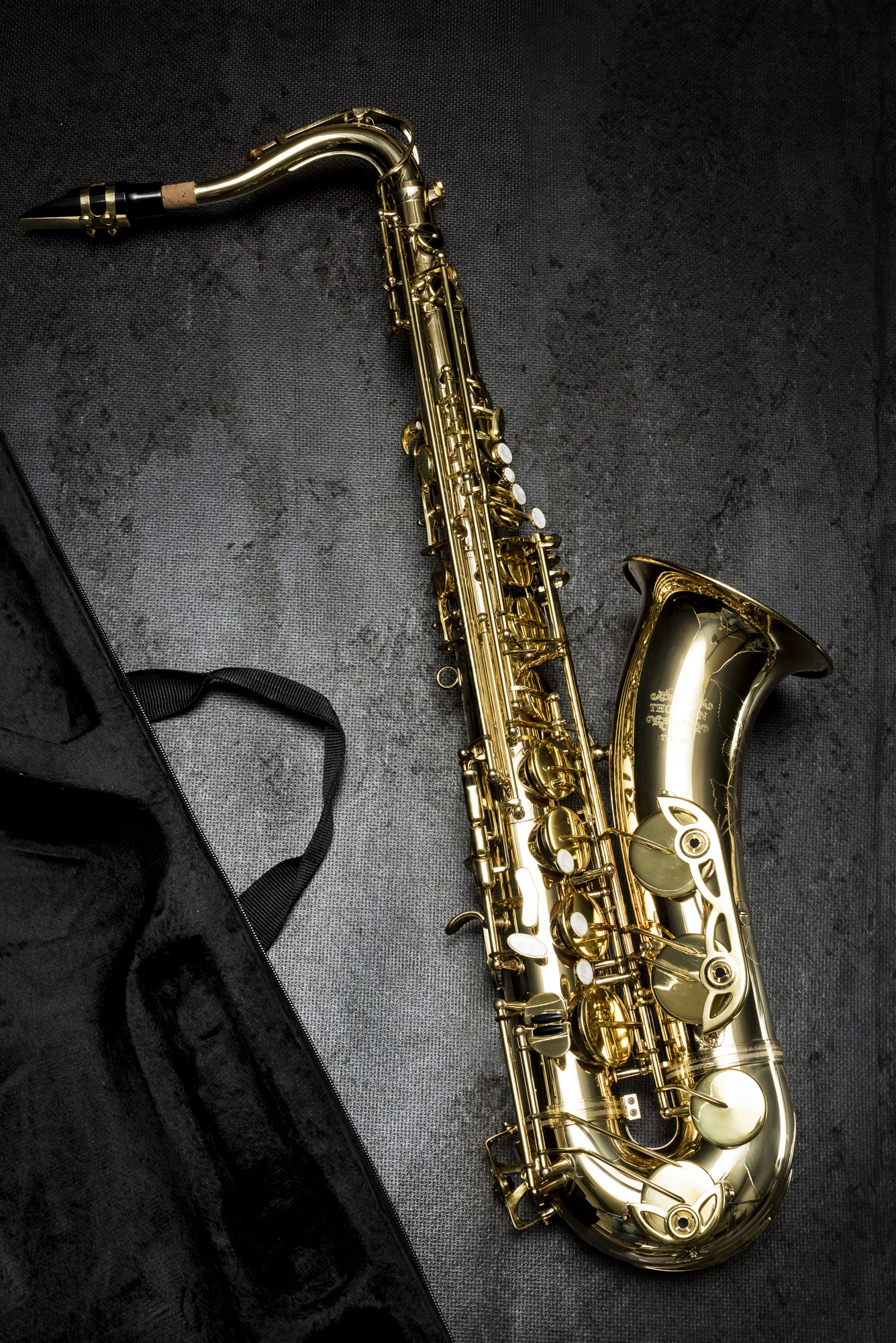 Black Wallpaper Iphone 6 Person Holding Saxophone In Gray Scale Photography 183 Free