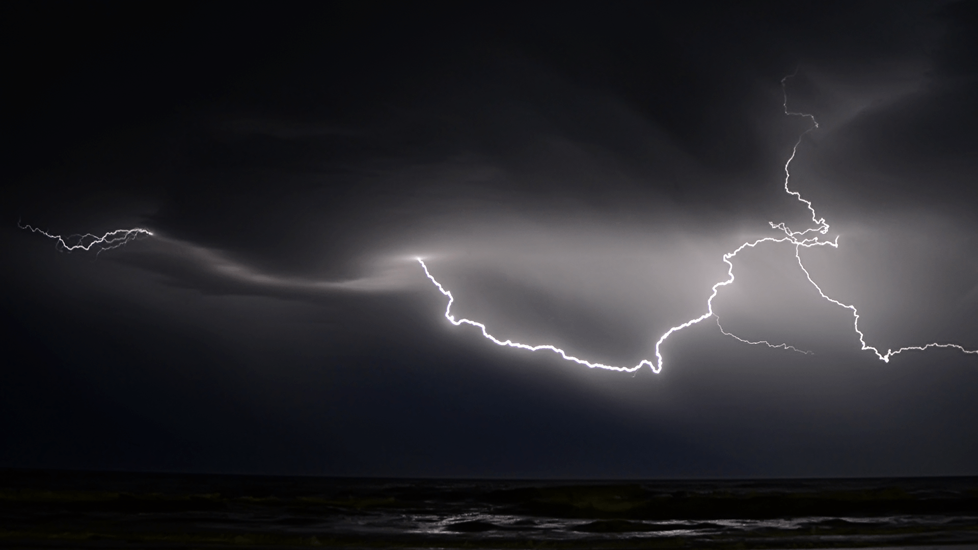 Best Hd Wallpapers For Mobile Screen 250 Engaging Lightning Storm Photos 183 Pexels 183 Free Stock