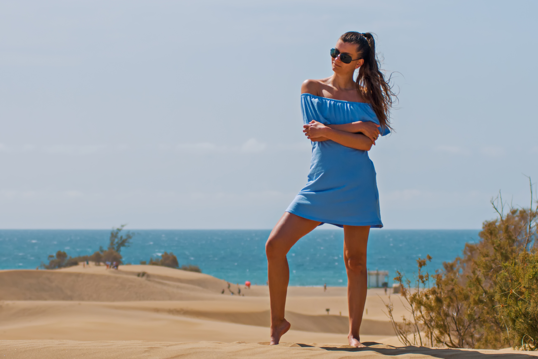 Best Hd Girl Wallpaper Woman In White Lace Long Sleeves Dress On Seashore 183 Free