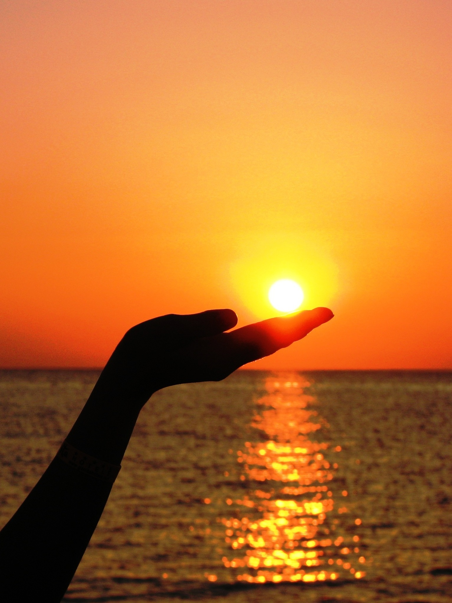 Samsung Galaxy A Hd Wallpaper Silhouette Of Human Hand Holding The Sun Set Near Ocean