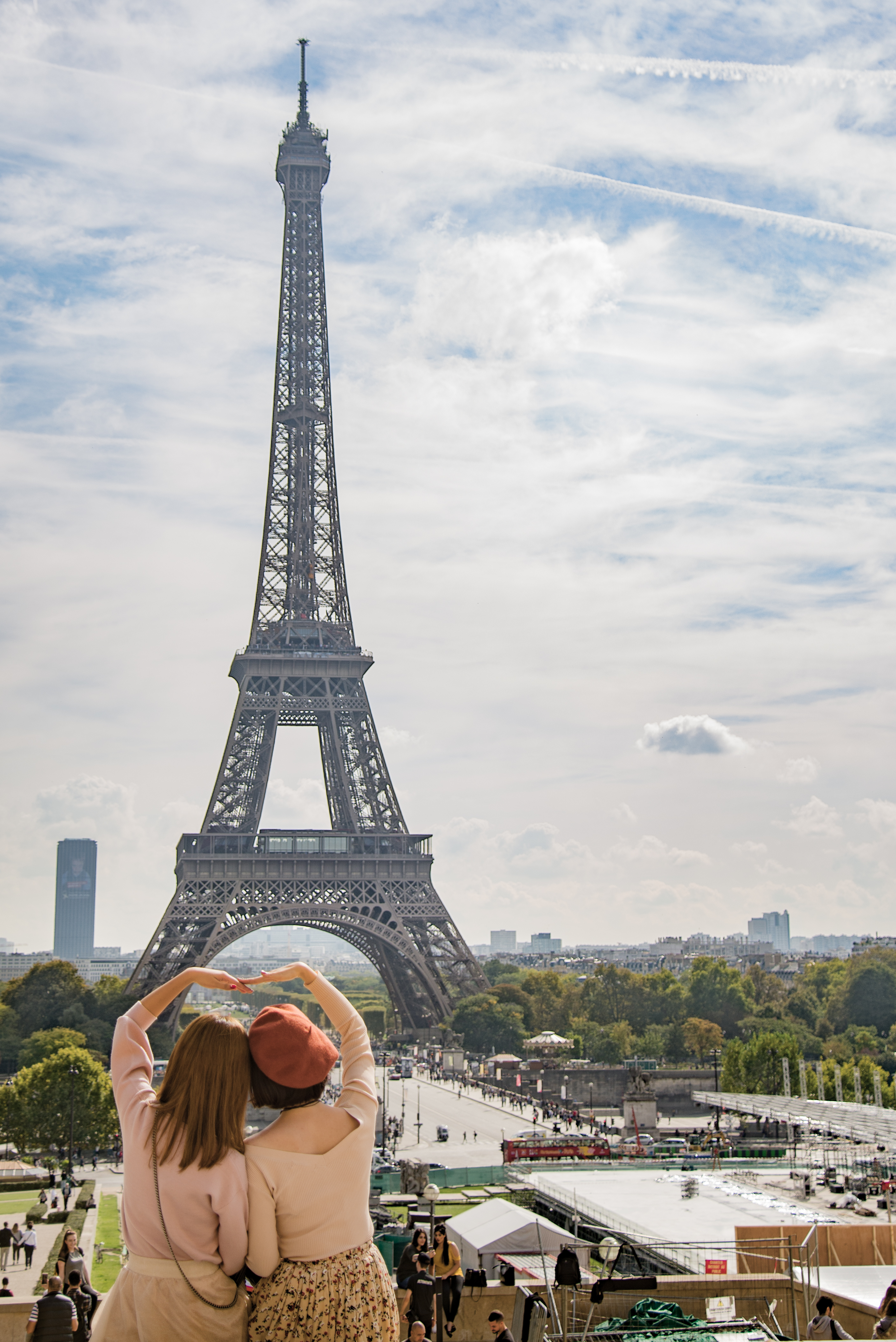 Photo Stock Paris Photo Of Two Women Posing In Front Of Eiffel Tower Paris France