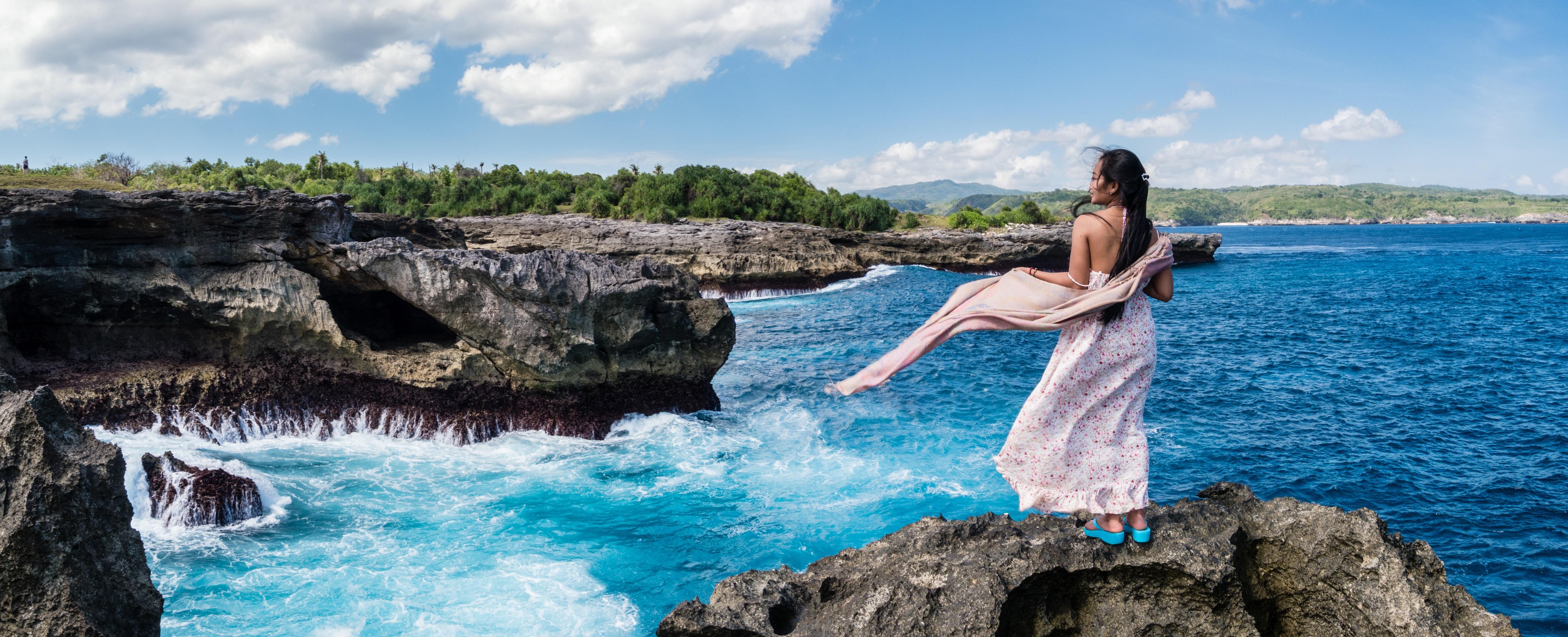 Girl Ocean Hd Wallpaper Woman In White Lace Long Sleeves Dress On Seashore 183 Free