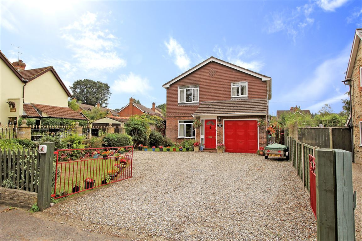 Bed And Breakfast Petersfield Hampshire 4 Bed House For Sale On Petersfield Road Whitehill Hampshire