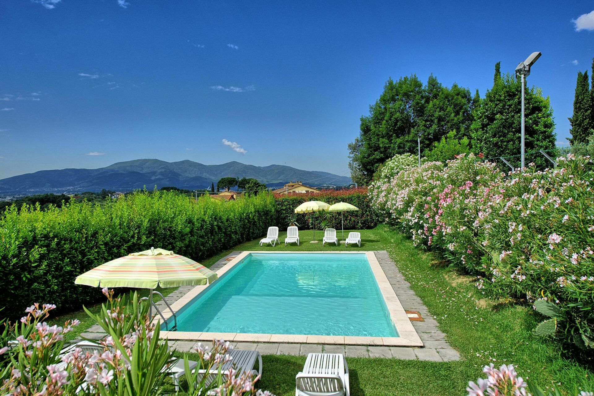 Ferienhaus Mit Pool Lucca Appartamenti Melograni Lucca Comics Apartment Vacation Rental In