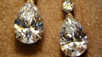 What Is the Right Way to Clean Diamond Earrings ...