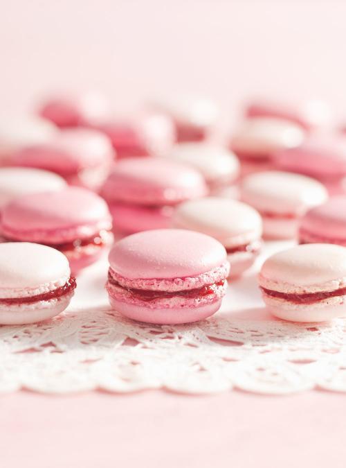 Cute Marshmallow Wallpaper Hd Macarons Roses Aux Fraises Ricardo