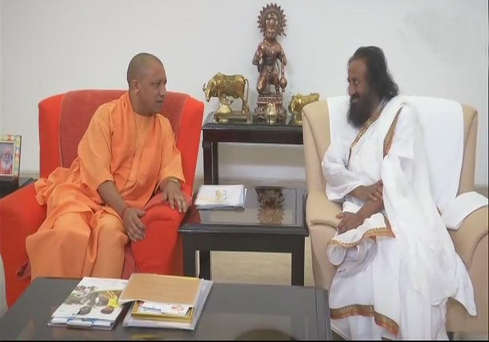 રામ મંદિર નિર્માણના વિવાદને ઉકેલવા શ્રીશ્રી રવિશંકરની ગતિવિધિઓ તેજ, મુખ્યમંત્રી યોગી સાથે કરી મુલાકાત