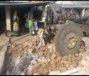 VIDEO: બોડેલીમાં સ્ટિયરિંગ ફેલ થતાં ટ્રેલર ઘૂસ્યું ઘરમાં, પરિવારનો આબાદ બચાવ