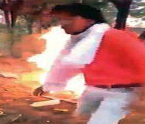 લવ જેહાદ: યુવકને બેરહમેથી ફટકારી જીવતો સળગાવતો Video જોઇ તમે કંપી ઉઠશો