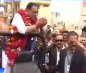 CM રૂપાણીને ઘર આંગણે મળ્યો રાજકોટવાસીઓનો સાથ, જુઓ રેલીનો Video