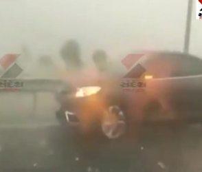 'ઓખી'નું રૌદ્ર સ્વરૂપ: મુંબઇ-પૂણે એક્સપ્રેસ પર કરા પડતા ગાડીઓને ભયંકર નુકસાન, Video