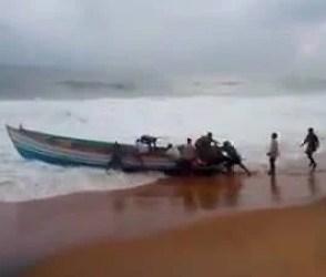 Video : ઓખીએ આખા ગુજરાતને બાનમાં લીધું, જુઓ ક્યાં કેવી અસર છે