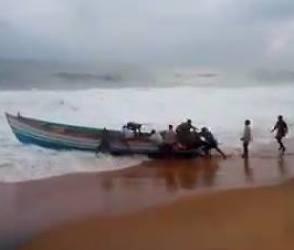 Video : ઓખી વાવાઝોડાથી બચાવવા સુરતના 63 ગામોને એલર્ટ કરાયા