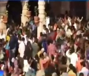 Video : સંતરામ મંદિરમાં બોર ઉછાળતા ભક્તોની મનોકામના પૂર્ણ થાય છે