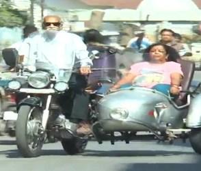 73 વર્ષના દાદા પત્ની સાથે બુલેટ પર નીકળી પડ્યા 18,000 kmની સફર માટે, જુઓ Video