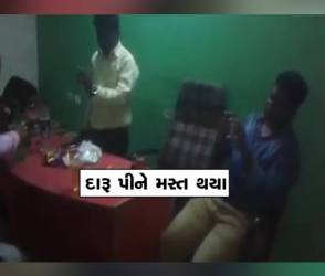 BJPનો ફ્લેગ પાસે રાખીને દારૂ પીતા દેખાયા BJP કાર્યકર્તાઓ, Video વાયરલ