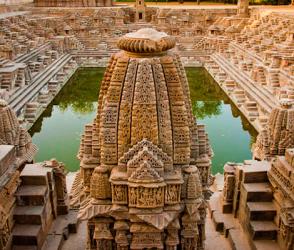 મોઢેરાના પ્રસિદ્ધ સૂર્ય મંદિરના પત્થરોની રેતી ખરી રહી છે, જુઓ ખાસ અહેવાલ