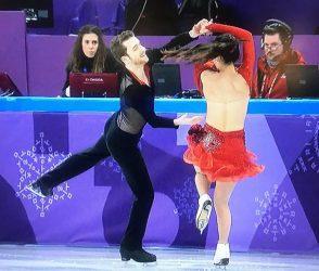 વિન્ટર ઓલિમ્પિકમાં ફિગર સ્કેટિંગમાં મહિલા ખેલાડીનું ટોપ ખુલી ગયું