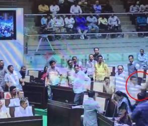 ગુજરાત વિધાનસભાનું ચીરહરણ, કેવા ઉડ્યા લોકશાહીની લીરેલીરા જુઓ વીડિયોમાં