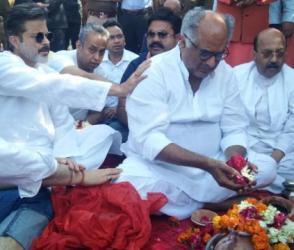 હરિદ્વાર: શ્રીદેવીની અસ્થિઓને ગંગામાં કરાઇ વિસર્જિત