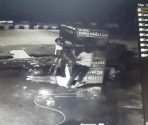 સુરતઃ આવી રીતે લાગ્યો હતો લારી પર ત્રણ કારીગરોને કરંટ, જુઓ live video