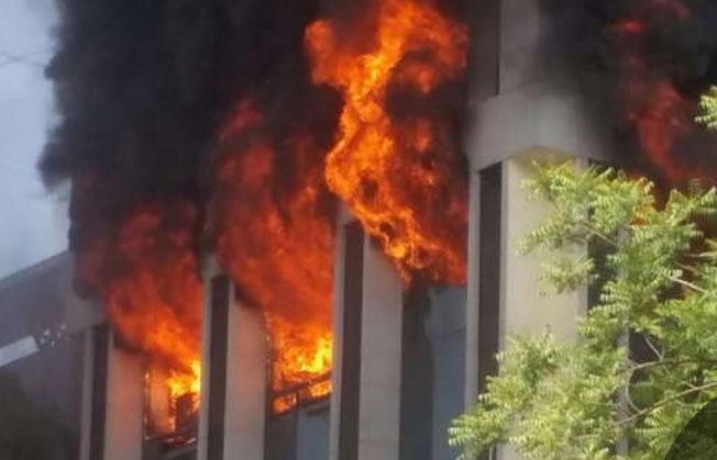 અમદાવાદ: નવરંગપુરામાં બિલ્ડીંગમાં આગ લગતા પ્રાઈવેટ ડેટા એન્ટ્રી જોબ પ્રોવાઇડર કંપનીને વ્યાપક નુકસાન