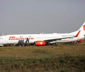 નેપાળના એરપોર્ટના રનવે પર લપસી પડ્યું વિમાન, જુઓ વીડિયો