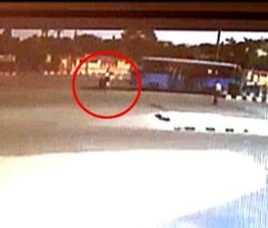 સુરત : BRTS બસે બાઇક ચાલકને 300 ફુટ સુધી ધસેડ્યો, જુઓ ખતરનાક વીડિયો