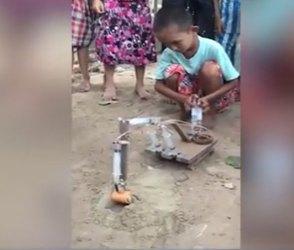 નકામા ઈન્જેકશનથી નાના બાળકે બનાવ્યુ JCBનું મોડેલ જુઓ વીડિયો