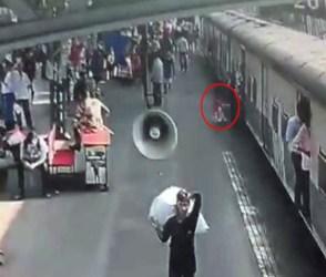 ચાલતી ટ્રેનમાં લપસ્યો બાળકીનો પગ, આ રીતે બચાવ્યો જીવ-જુઓ VIDEO