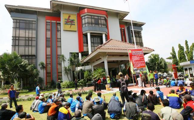 Outsourcing Pln Apj Ponorogo Mitrariset Contoh Skripsi Tesis 52 Ratusan Karyawan Outsourcing Perusahaan Listrik Negara Pln Melakukan