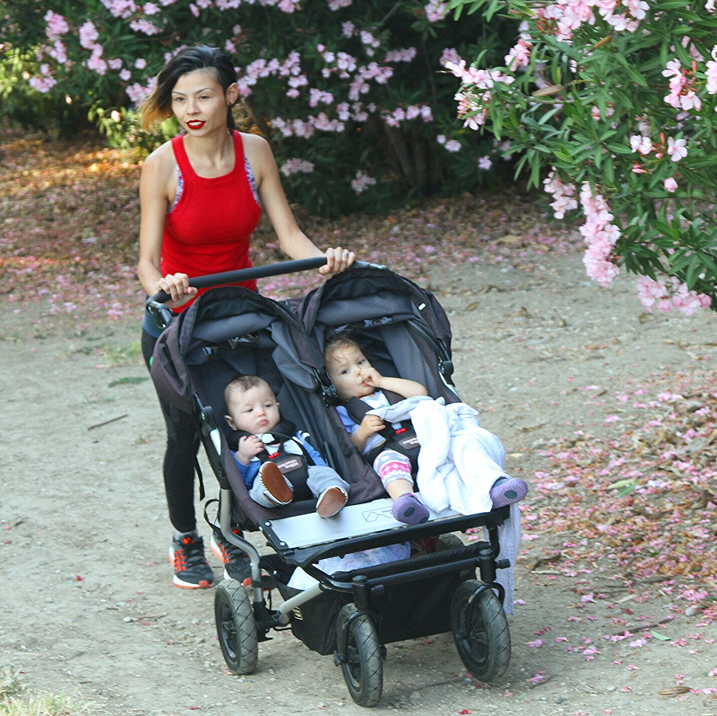 Mountain Buggy Duet Review Mountain Buggy Duet The Perfect Double Stroller For Any