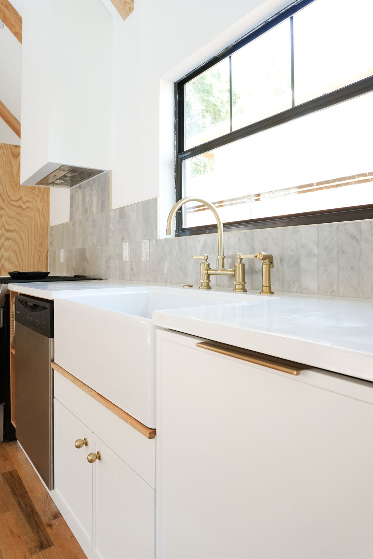 How To Pour And Finish Diy White Concrete Countertops With Concrete Countertop Solutions Collected Eclectic