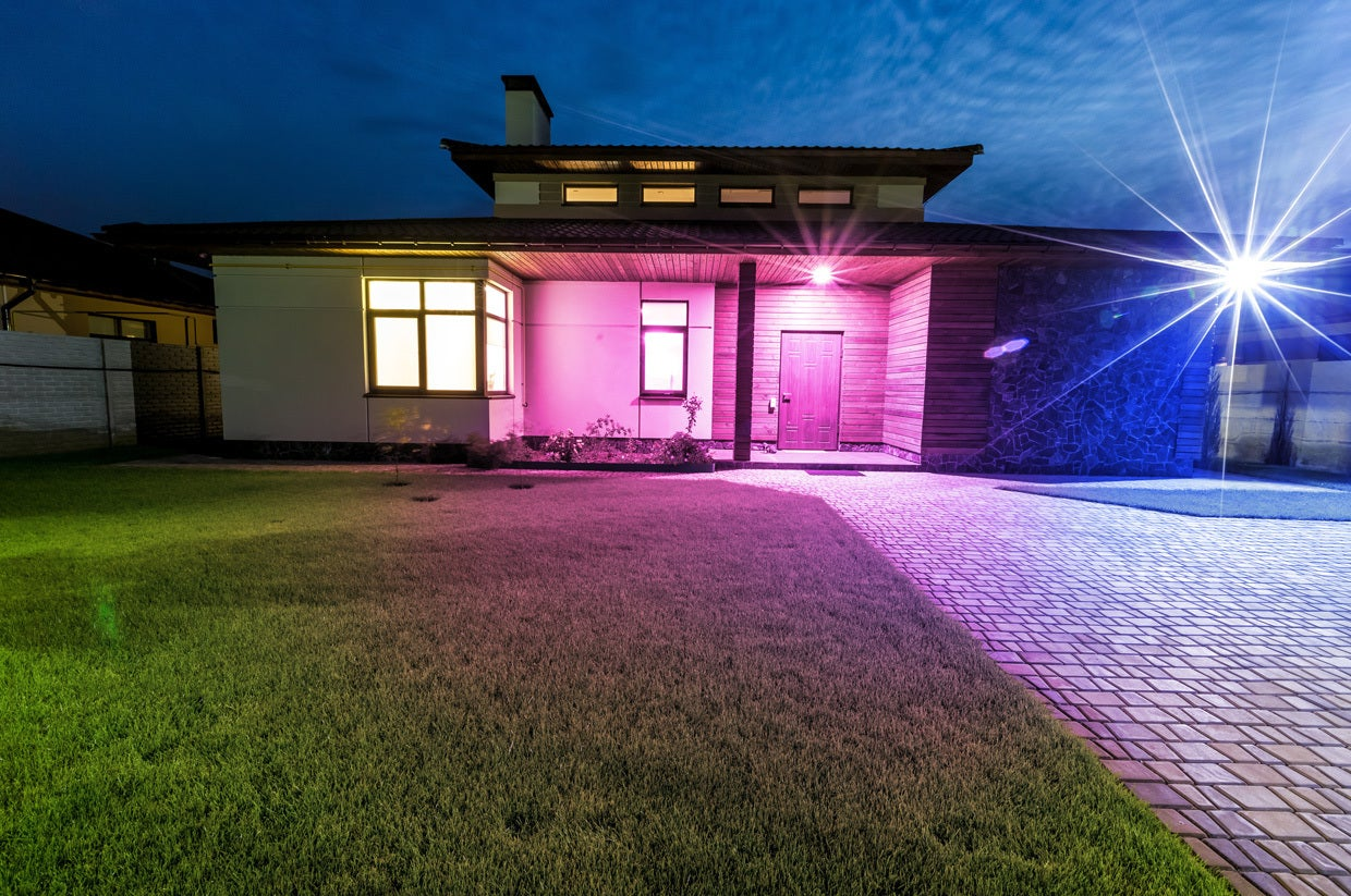 Philips Hue Br30 Ilumi S Br30 Outdoor Will Bring Programmable Lighting To Your Yard