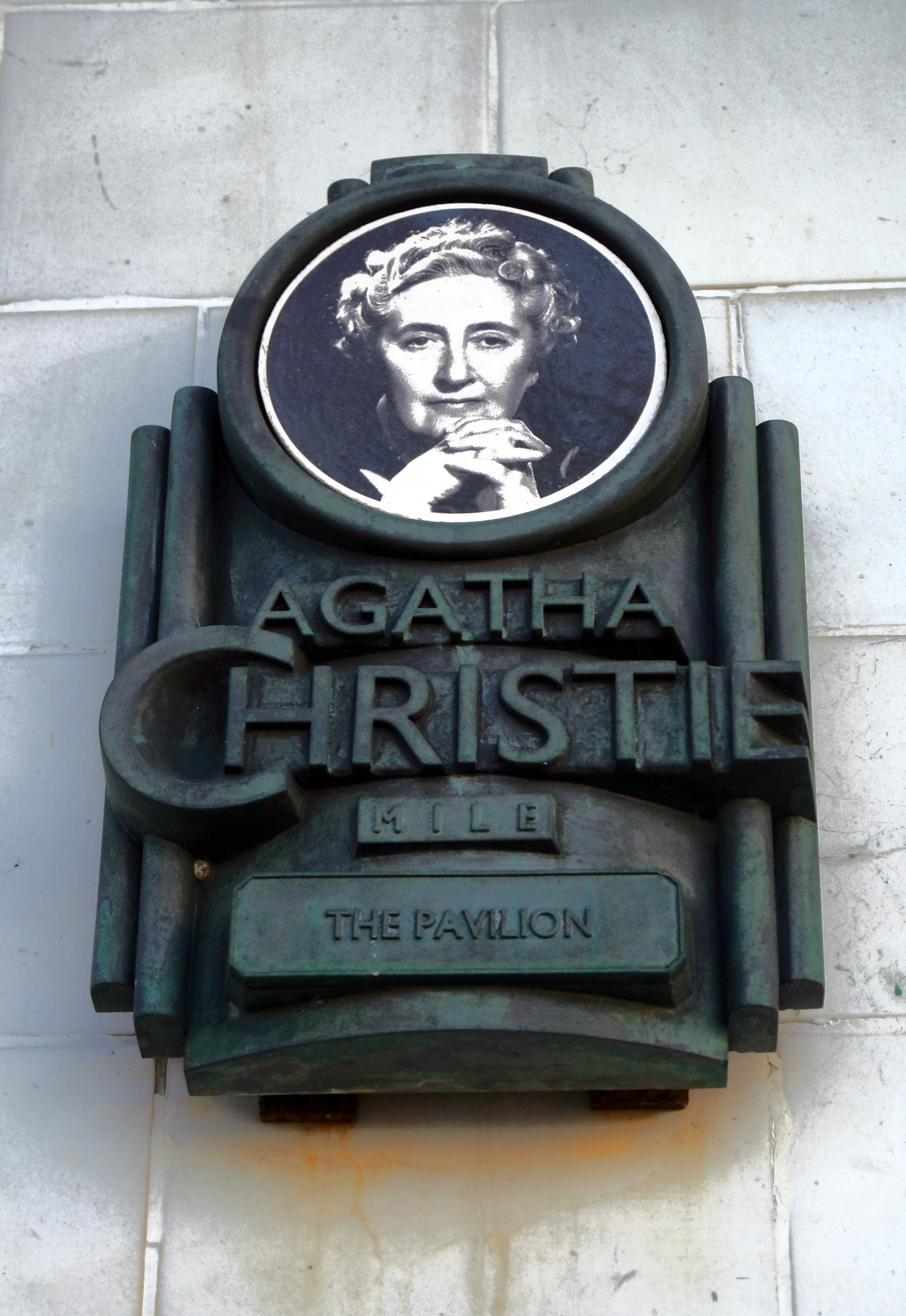 Best Modern Uk Crime Writers Literary Inspirations Agatha Christie The Bubble