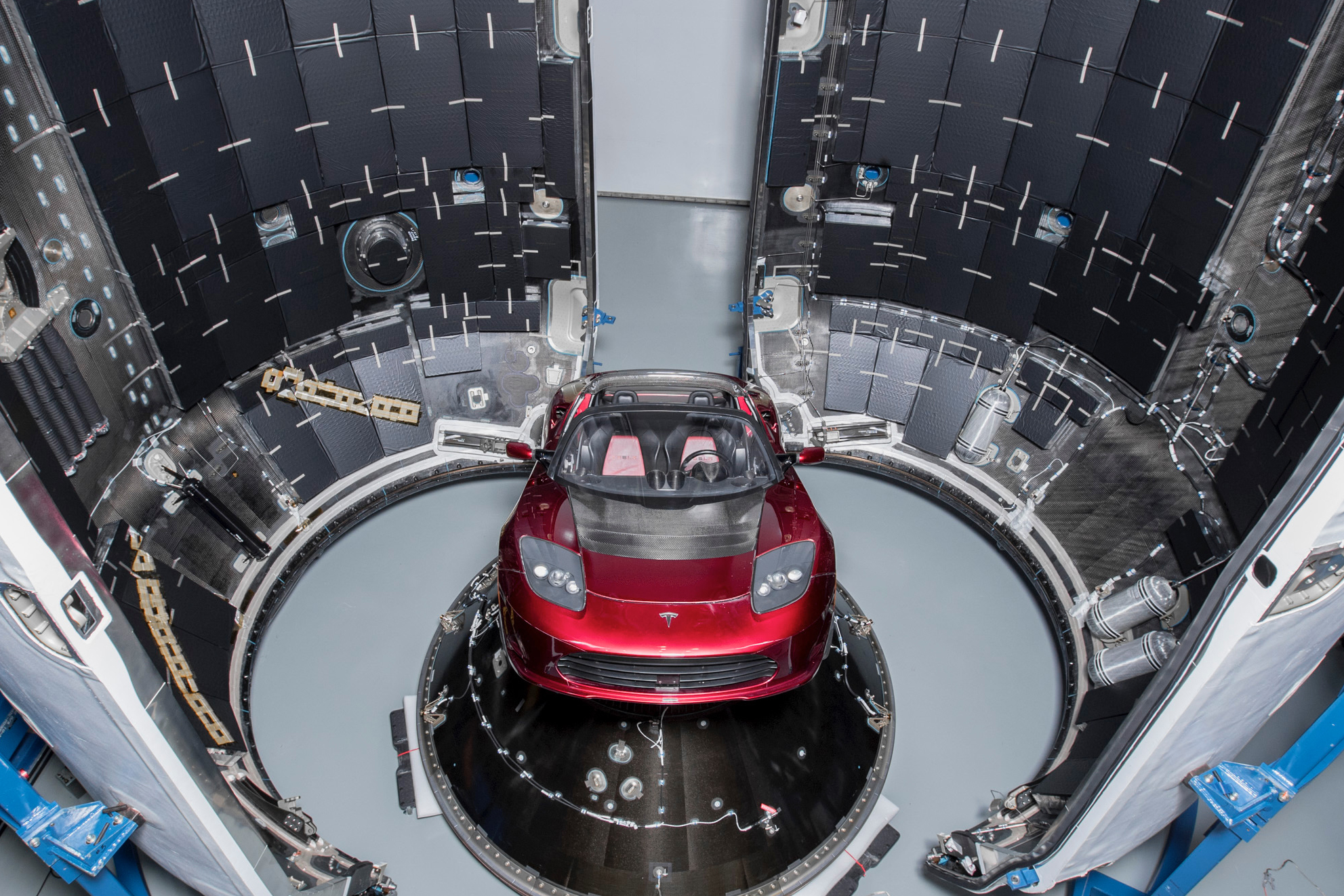 Musk Tesla The Elon Musk Is Launching A Tesla Into Space Here S How Spacex Will