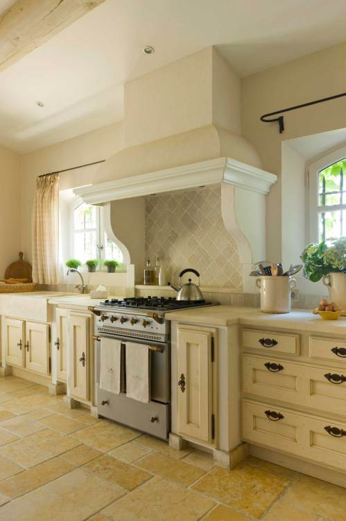 Medium Of Country Home Kitchen