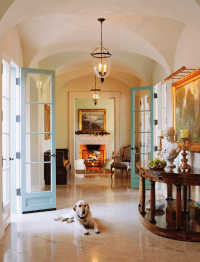 Simple Elegance: Holiday Dcor in a Mediterranean