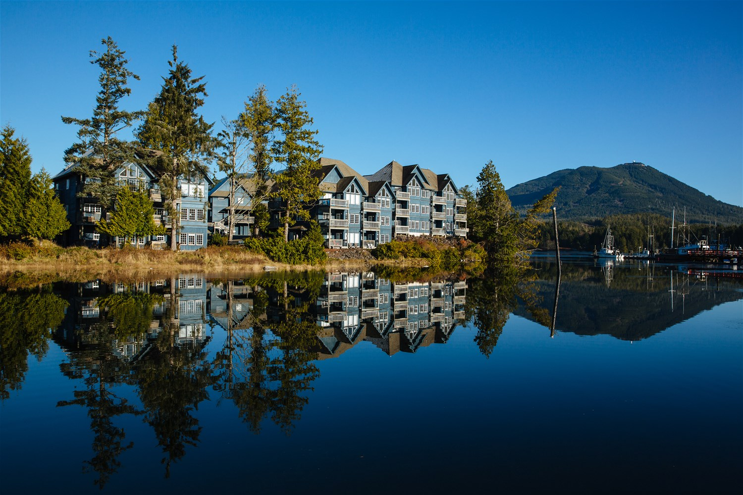 Lounge Suite Sunshine Coast Water 39s Edge Shoreside Suites Vancouver Island And The