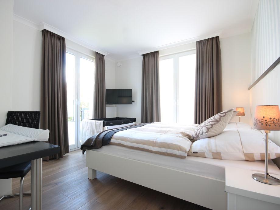 ... Depumpink Wandfarben Zu Weissem Bett   Schlafzimmer Einrichten Mit  Babybett