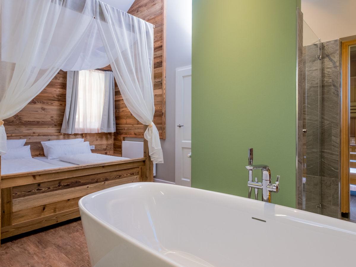 Freistehende Badewanne Im Schlafzimmer Haus Am Hang In Genf Am See