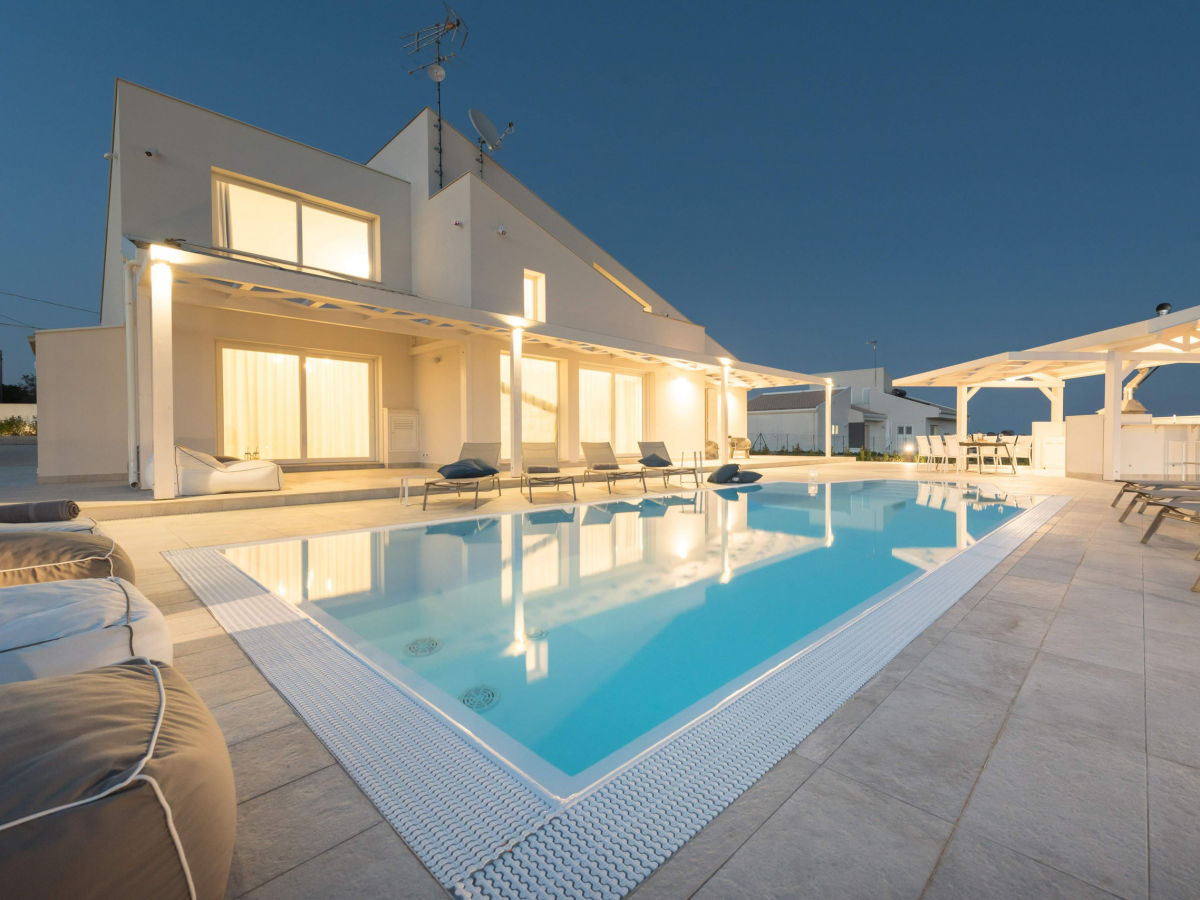Luxus Outdoor Pool Modern Luxury Villa With Pool Modica Company Isulasicilia