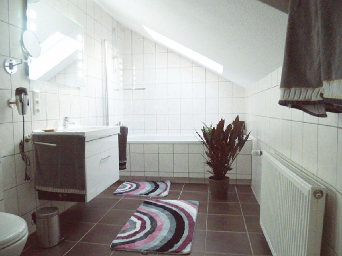 Badezimmer Im Dachgeschoss | Ferienwohnung Whg 4 Im Haus Mare ...