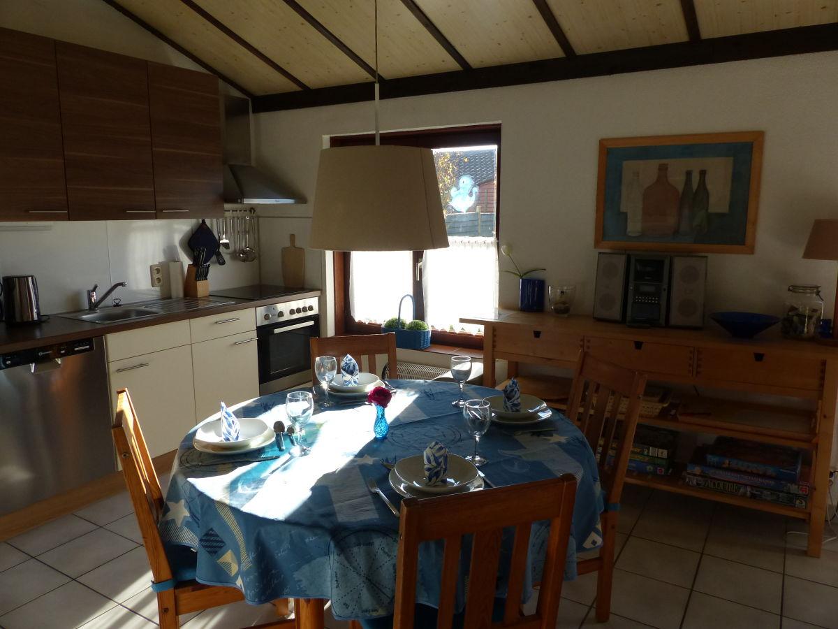 Küche Essplatz   Küche Mit Integriertem Essplatz Der Essplatz Für Vier