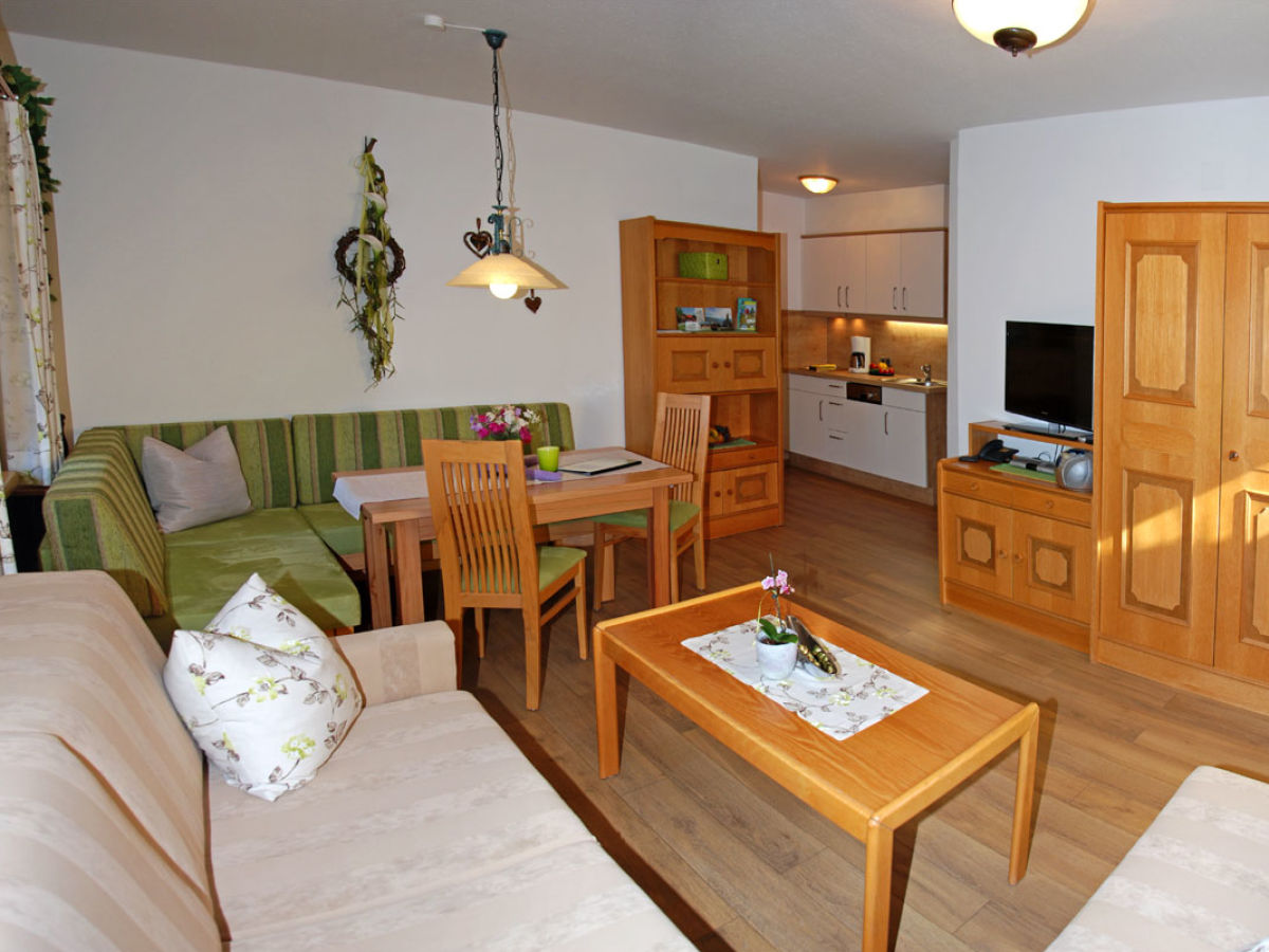 Kleiner Kühlschrank Wohnzimmer : Kleine küche großer kühlschrank neue wohnmobile auf der cmt