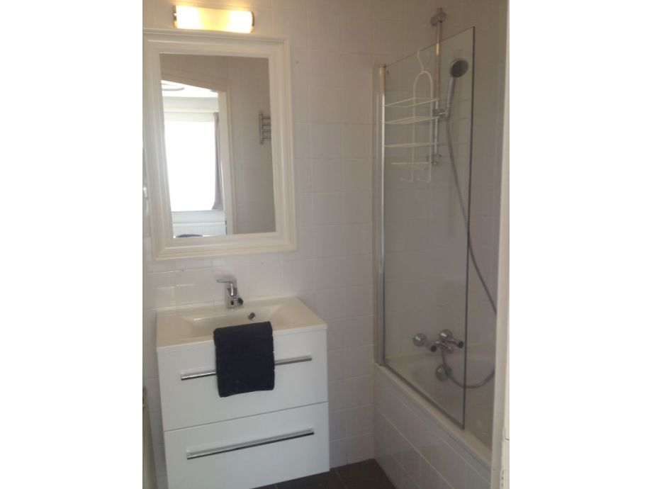 Moderne Badewanne Led Beleuchtung - Wohndesign. Moderne Badewannen ...