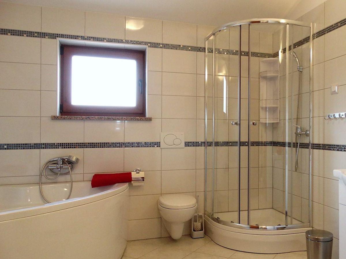 Badezimmer Eckbadewanne Modernes Bad Mit Eckbadewanne Und Dusche