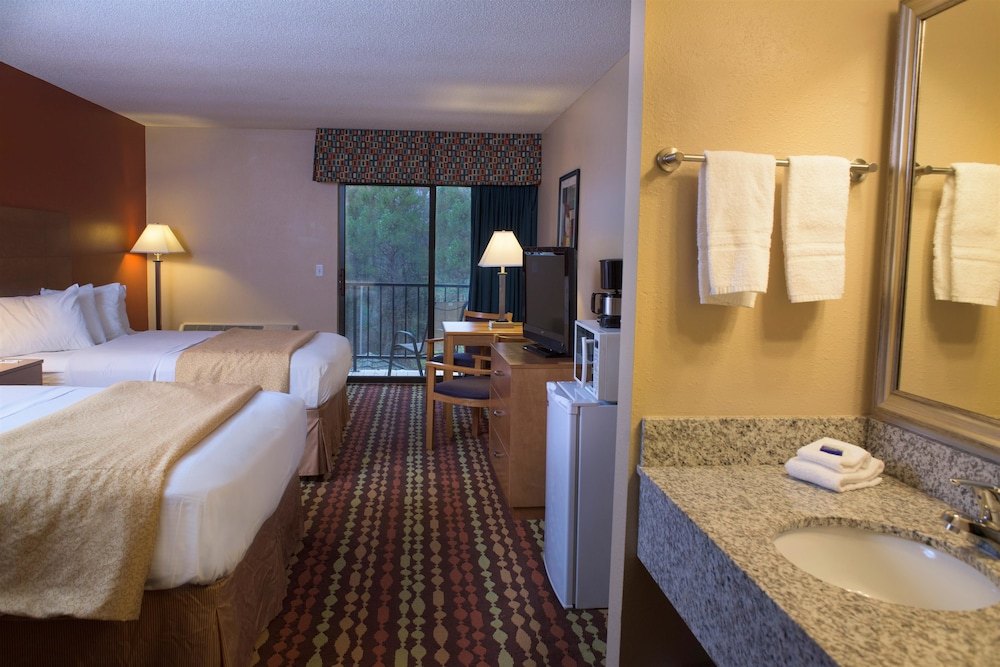 Compare Hotel Rates Best Western Ambassador Inn & Suites In Wisconsin Dells
