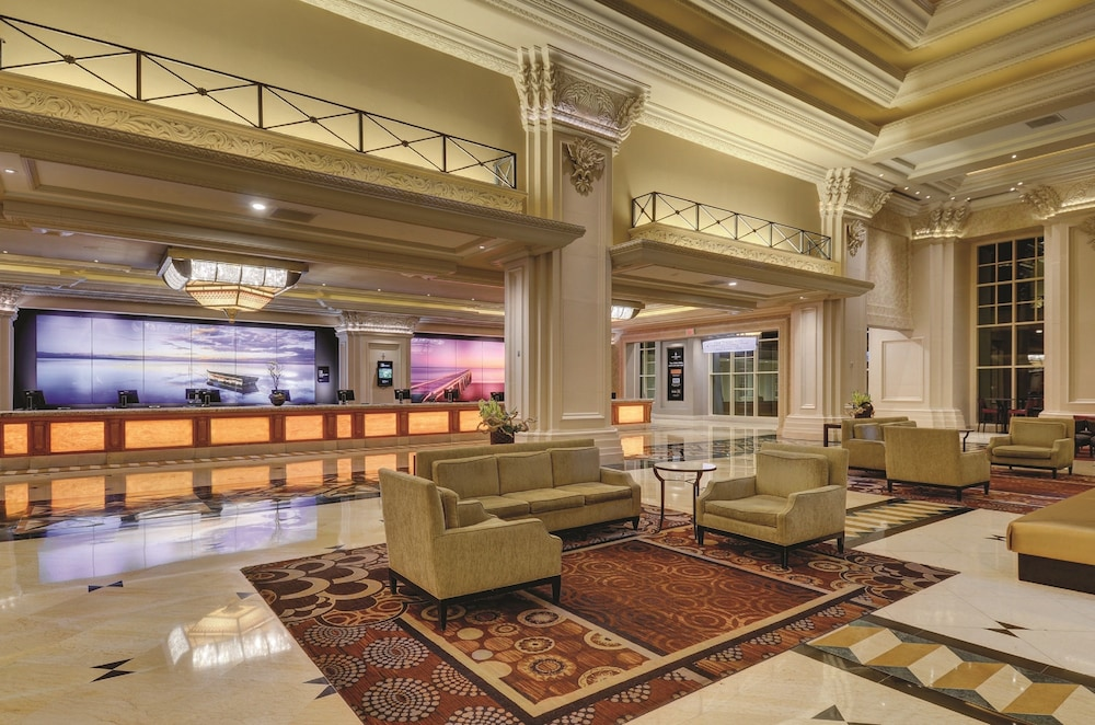 Mandalay Bay Resort And Casino 2019 Room Prices $79, Deals
